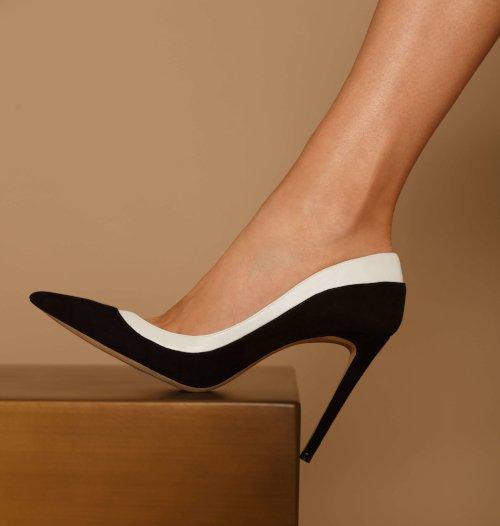 imagem de quatro calçados Culture ao centro da imagem